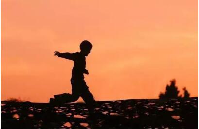 中少红卡推出少儿广播节目《孩子有话说》 孩子视角观点的温暖表达