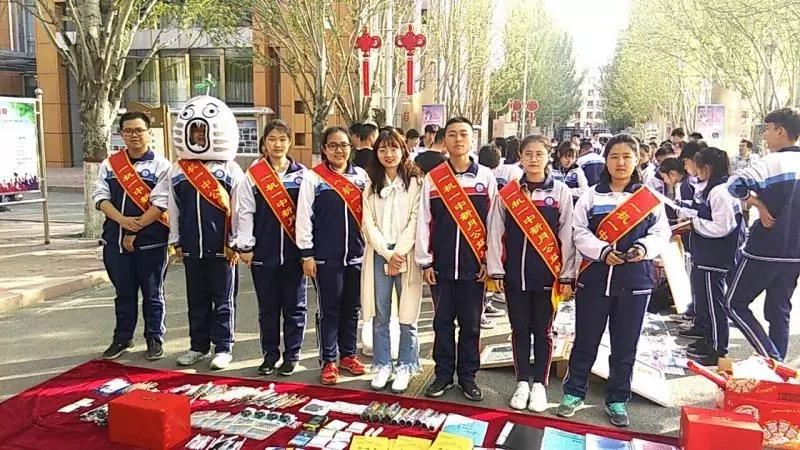 """""""青春心向党・建功新时代""""主题教育实践活动之一机一中""""爱心义卖""""活动"""